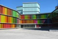 fachada_de_vidro_colorido